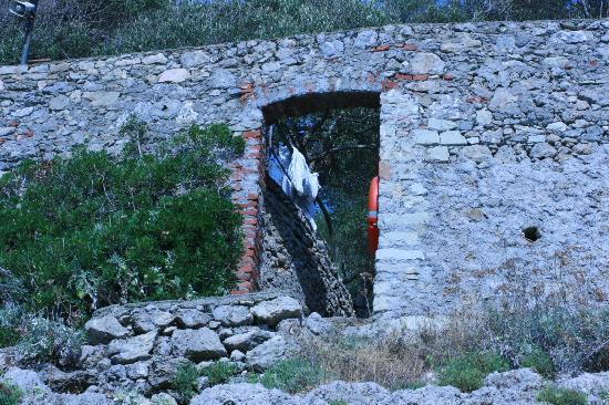 Camping Maralunga: ingresso alla scogliera