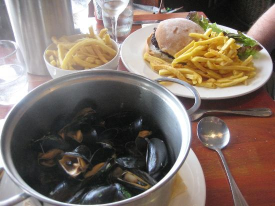 The Beach Hut: mussels were delicious