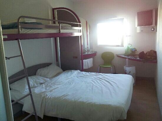 Ibis Budget Poitiers Nord Futuroscope : chambre