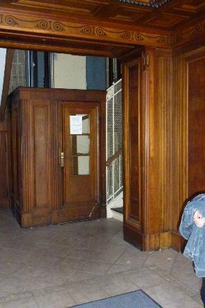 Hotel-Pension Gribnitz: Eingang zur Rezeption, die sich im 4 OG befindet