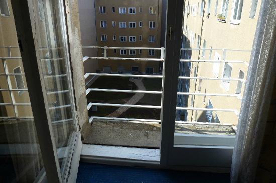 Hotel-Pension Gribnitz: Balkon mit zu niedrigem Geländer
