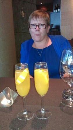 Visun Royal Yacht Hotel: champagne cocktails