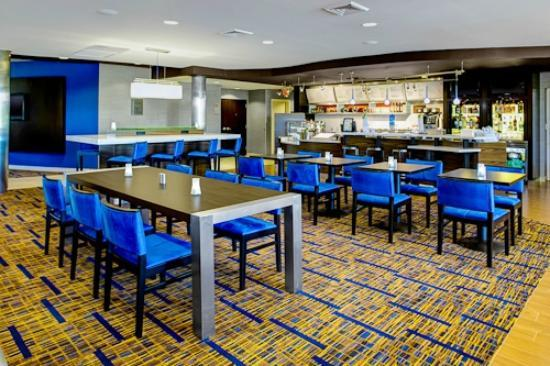Courtyard by Marriott Brunswick: Brunswick Georgia Restaurants
