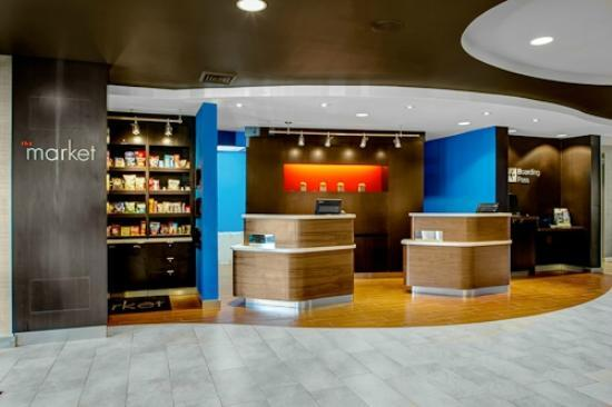 Courtyard by Marriott Brunswick: Courtyard Brunswick Lobby