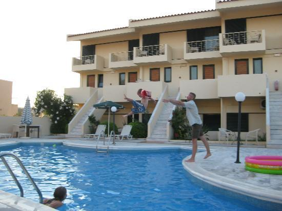 ‪‪Hotel Orestis‬: Pool area, the apartments