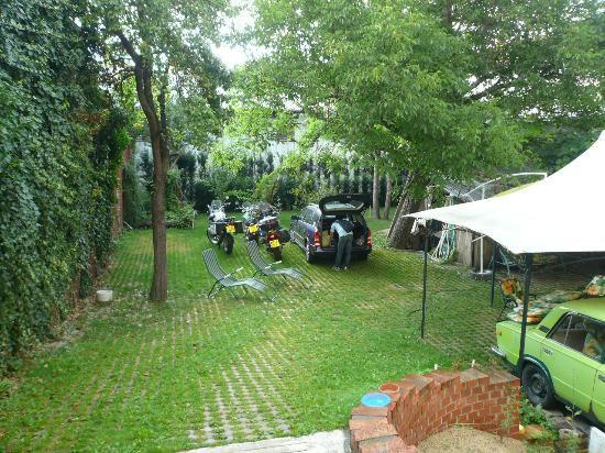 B&B U Oty: Parcheggio e giardino interni