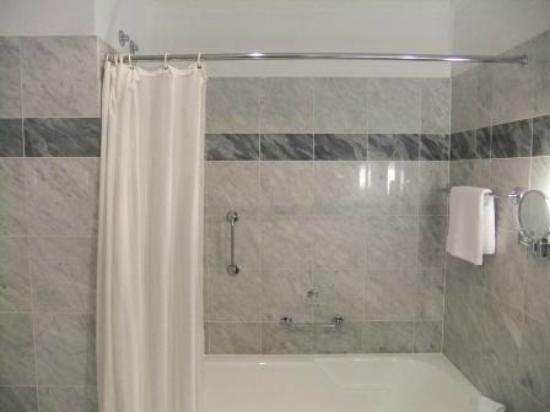Hotel Bristol, a Luxury Collection Hotel, Warsaw: particolare della doccia (secondo me, non accettabile)