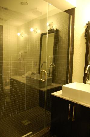 Palihouse West Hollywood: Bathroom