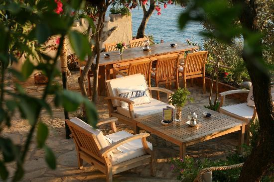 Beyaz Yunus Hotel : the newly built sunset bar, seen from our terrace