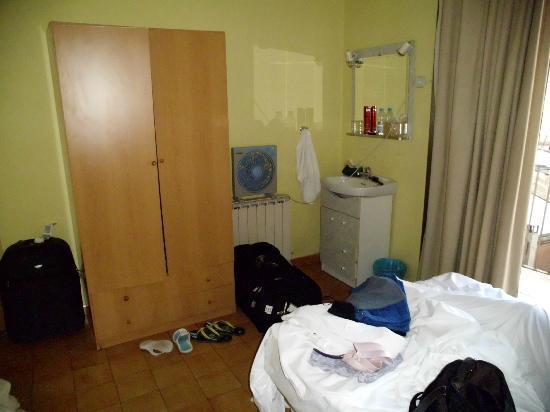 Hostal Delfos: Forfærdelige senge at ligge i