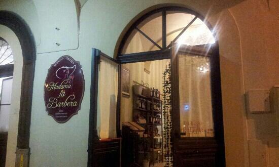 San Damiano d'Asti, Italia: ingresso all'osteria