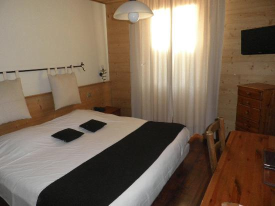 HOTEL DU COMMERCE: chambre
