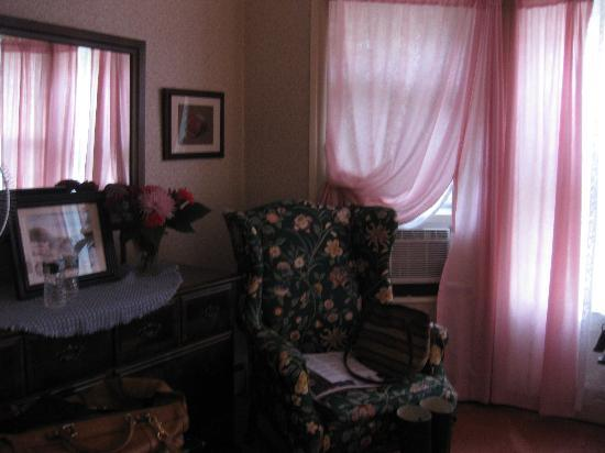 The Yankee Lady Inn: The Rose Room, The Yankee Lady