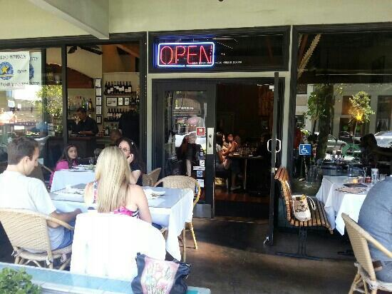 Thaiphoon: Young And Trendy Lunch Crowd Enjoying The Palo Alto Climate At  The Patio