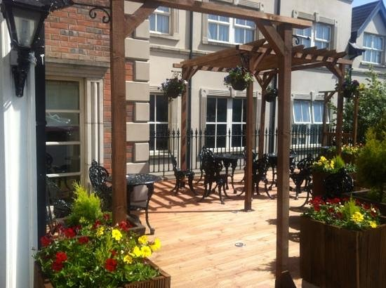 Carnegie Court Hotel: fantastic outdoor terrace