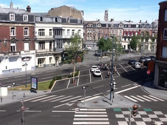Hôtel Mercure Arras Centre Gare : Vue de la chambre.