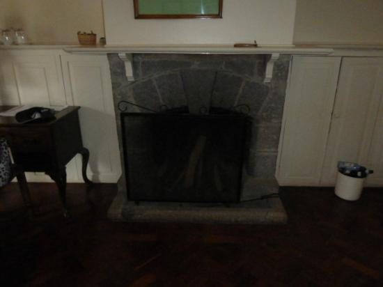 Outspan Hotel: The Open Fireplace in our Room