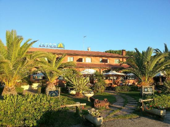 Hotel Parco delle Cale: Vista dal porto