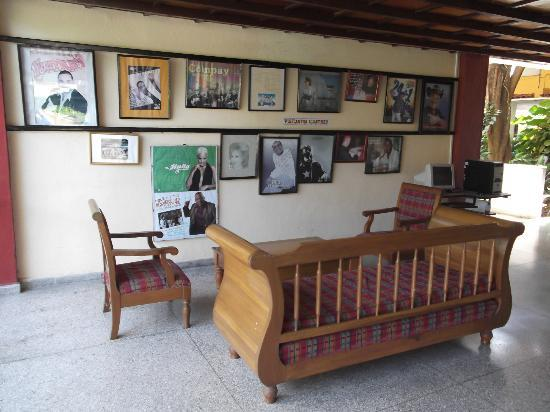 Hotel Guantanamo: Chaises et sofa / Aire de repos.
