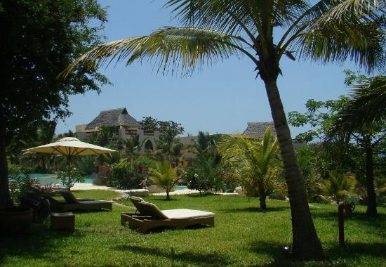 Swahili Beach Resort: garten