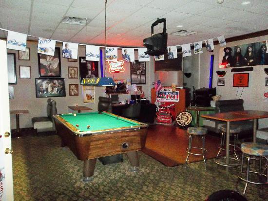 Americas Best Value Inn Northwood: The pool table