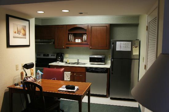 Residence Inn Portland Downtown/Convention Center: Kitchen in studio