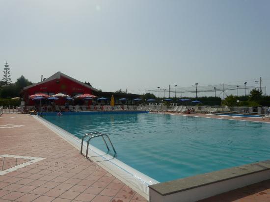 Piraino, Italia: L'enorme piscina