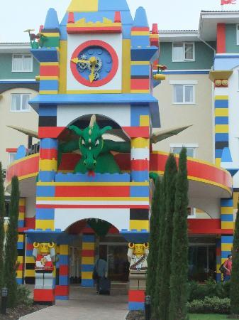 Legoland Windsor Resort Hotel: Hotel entrance