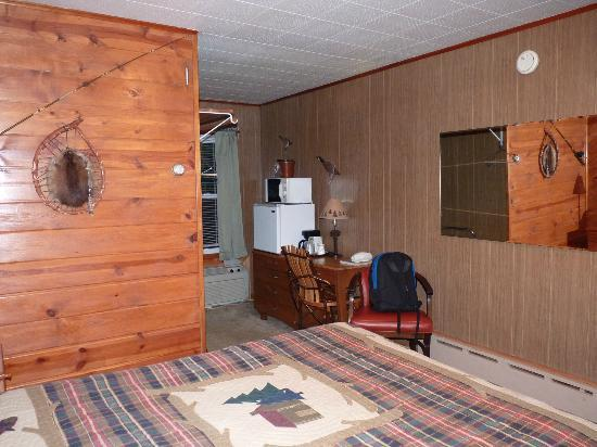 Superior Motel & Suites: View of room