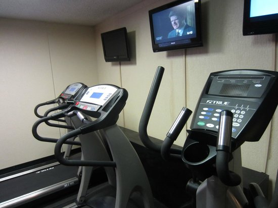 Clarion Inn Tulsa International Airport: Fitness Room - Treadmills