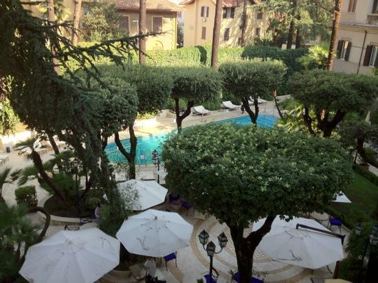 Aldrovandi Villa Borghese: pool view room