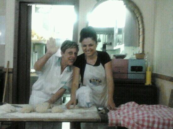 Ariccia, Itália: in diretta la pasta fatta in casa...e poi dite che le fraschette sono tutte uguali...SBAGLIATO