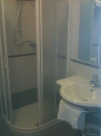 Hotel Meuble Nazionale: doccia e lavandino!