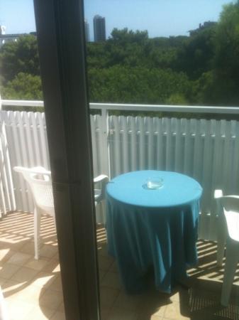 Hotel Meuble Nazionale: terrazzo con tavolino e sedie!