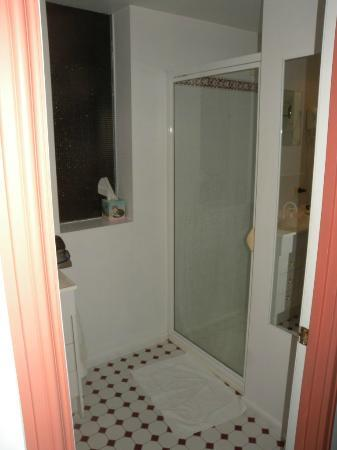 Macquarie Manor: bathroom