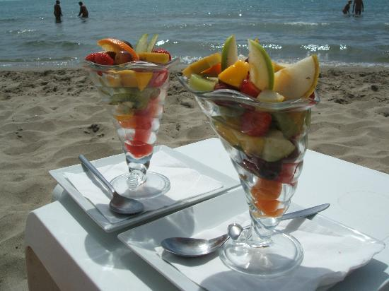 Espiguette Beach: Fruit salads from Cap Sud