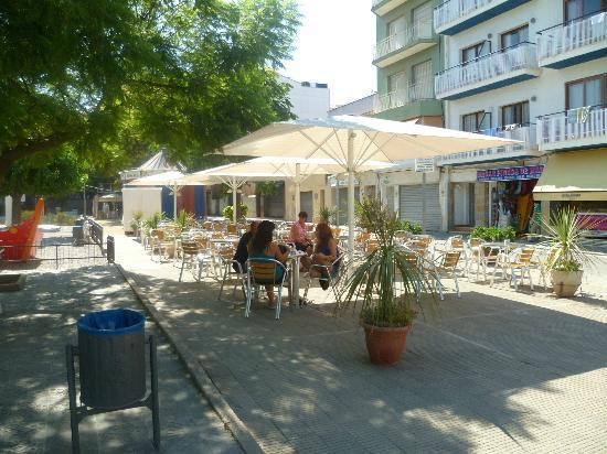 Hotel Mont-Palau: outside hotel