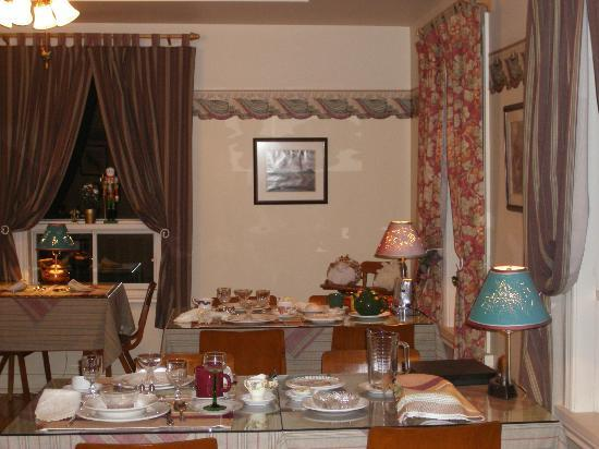 La Taniere Gite B&B : Partial view on dinning room