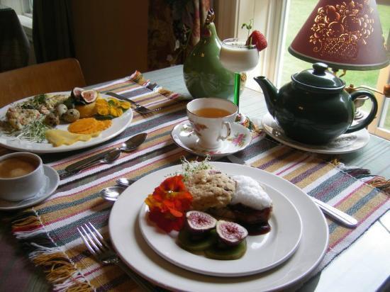 La Taniere Gite B&B : Your copious breakfast is served