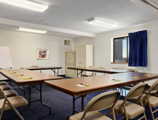 Super 8 Perham : Meeting Room