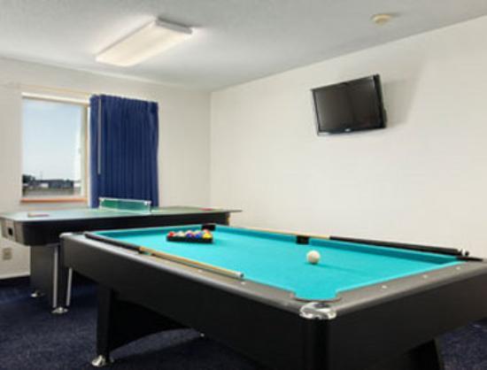 Super 8 Perham : Game Room