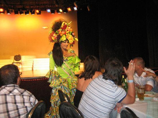 Hotel Samara: Changing Ladies show