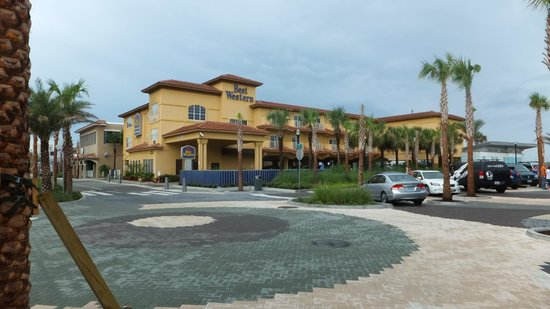 Best Western Oceanfront: Hotel From Street