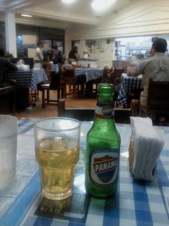 Athens Pizza: Old style ambient, you can taste beers from Panama and Greece (!)