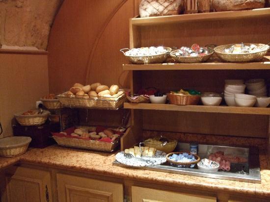 Hôtel Lautrec Opera: 朝食。これ以外は飲み物とシリアルのみ。