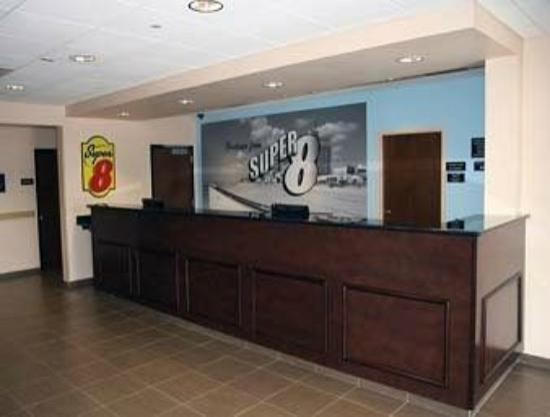 Super 8 Pennsville: front desk