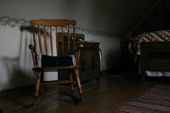 Seven Wives Inn: Rocking Chair in Jane's Attic Room