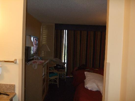 BEST WESTERN Orlando Gateway Hotel: View from the doorway, beds to the right