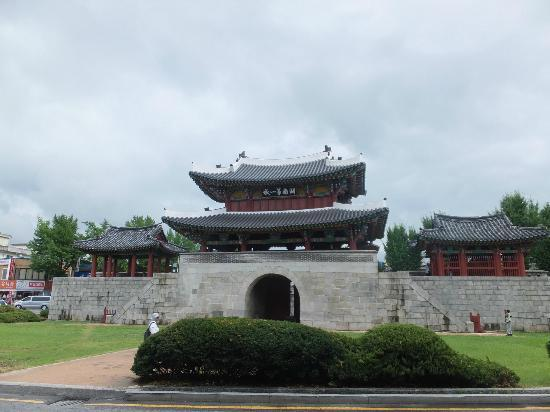 Pungnammun Gate