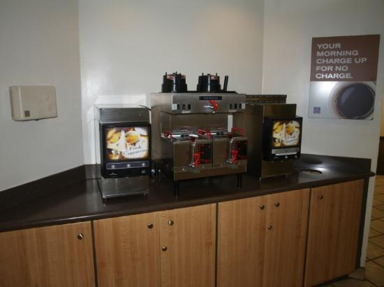 Motel 6 Anaheim Maingate: Coffee Station